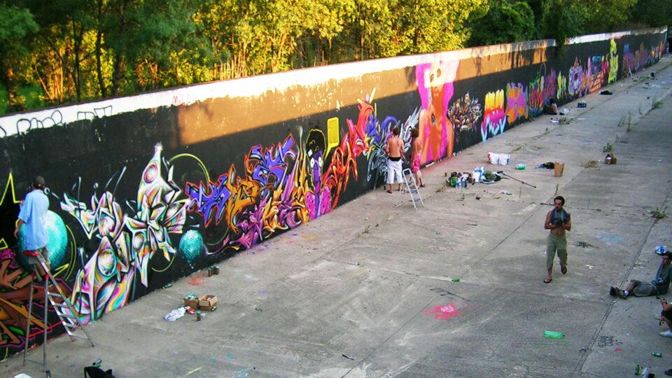 Fresque graffiti canal perpignan