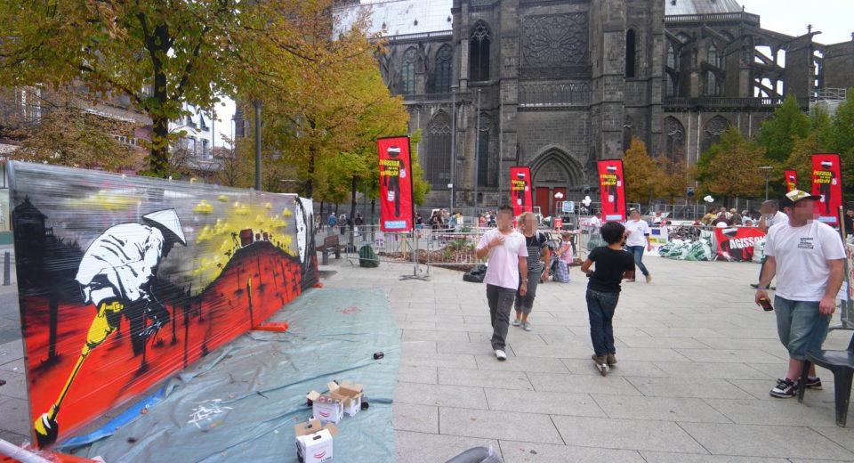 Handicap International - Pyramide de Chaussures - Clermont-Ferrand  - Graffiti