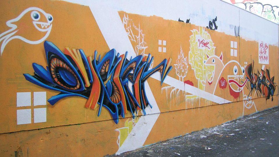 Riom - Graffiti - Mur de la piscine