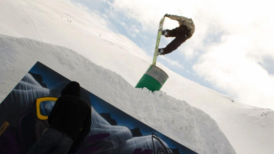graffiti-neige-sancy-stree-art-snowbordeur