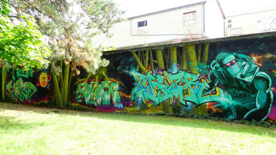 Fresque Graffiti réalisée à Chambery sur le theme du Chevalier de l'Espace